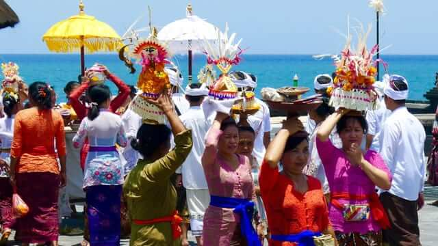 The local people in Bali carrying their HIndu offerings