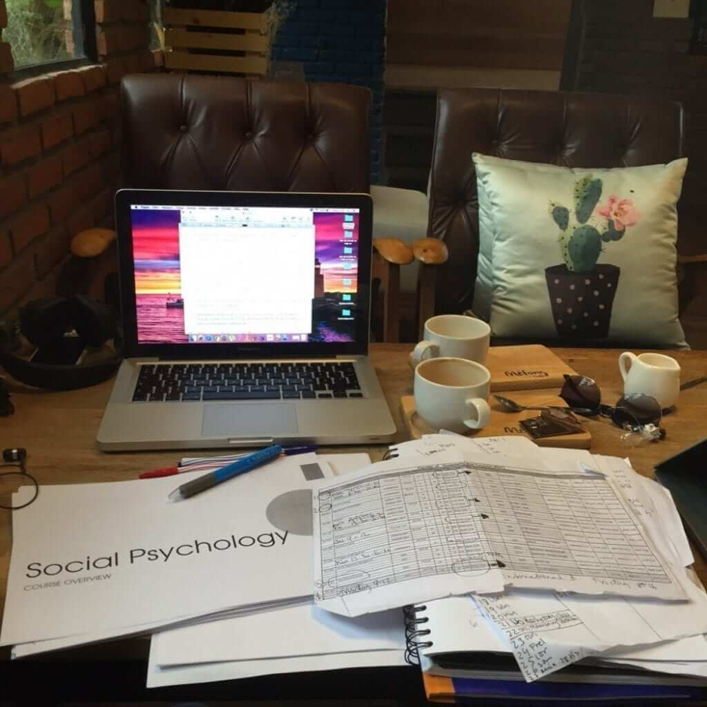 studying-in-a-cafe