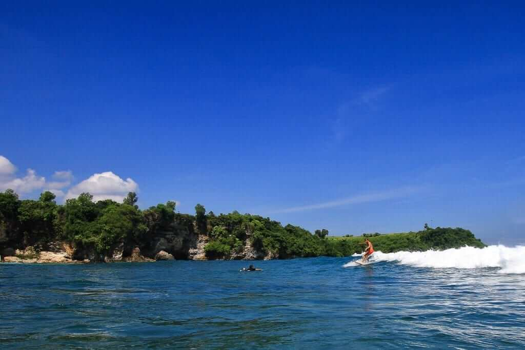 on the way back to the beach, Balangan beach is sheltered by cliffs on both sides.