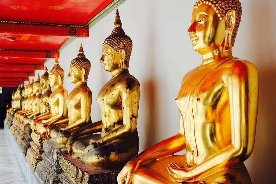 Beautiful golden Buddha statues in Wat Mahathat