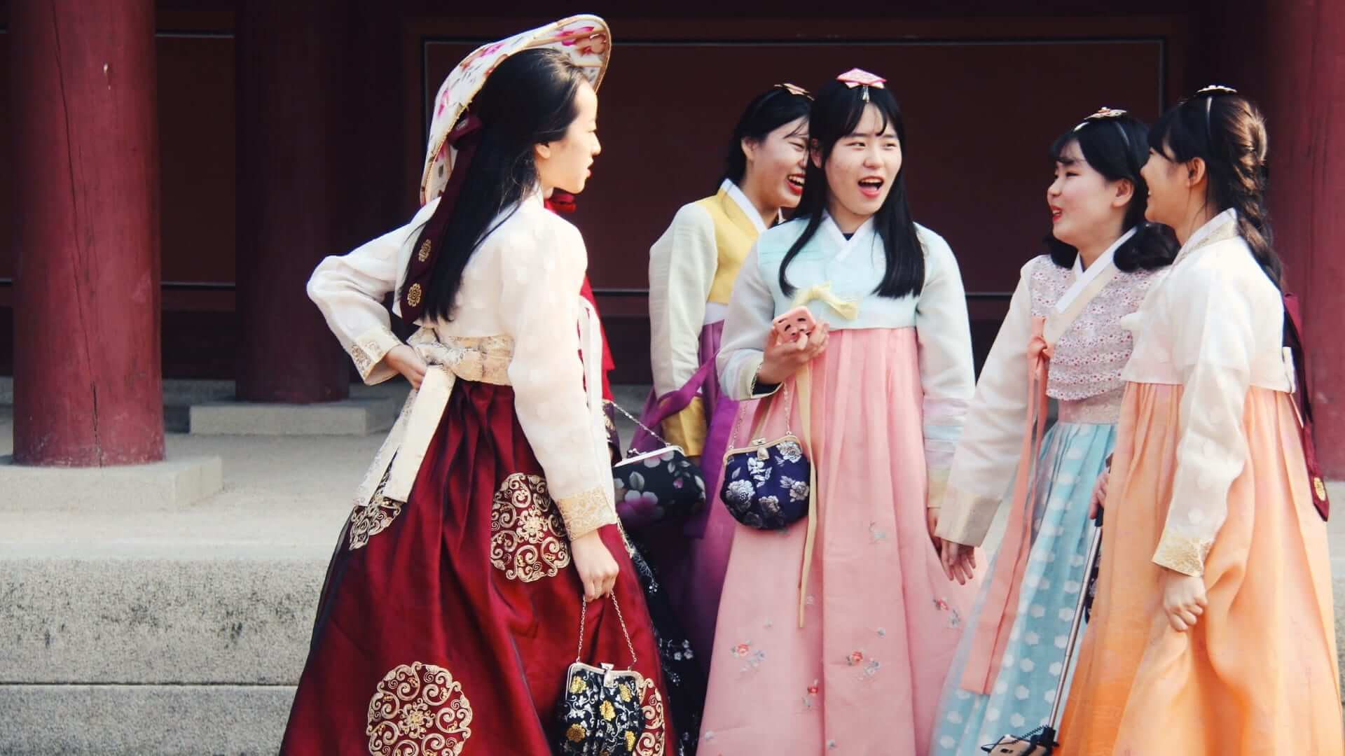girls with korean traditional clothing hanbok