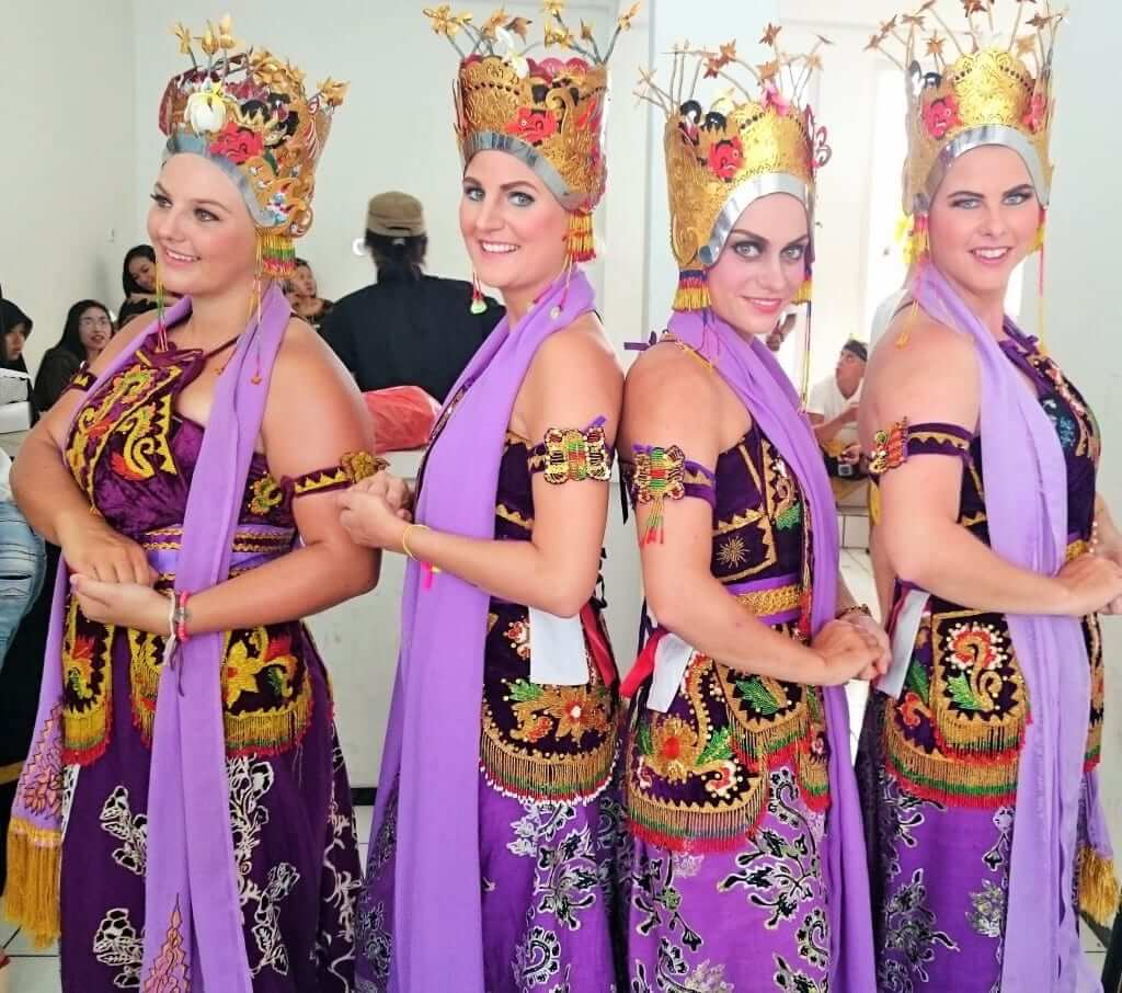4 girls dressed up with traditional javanese clothes