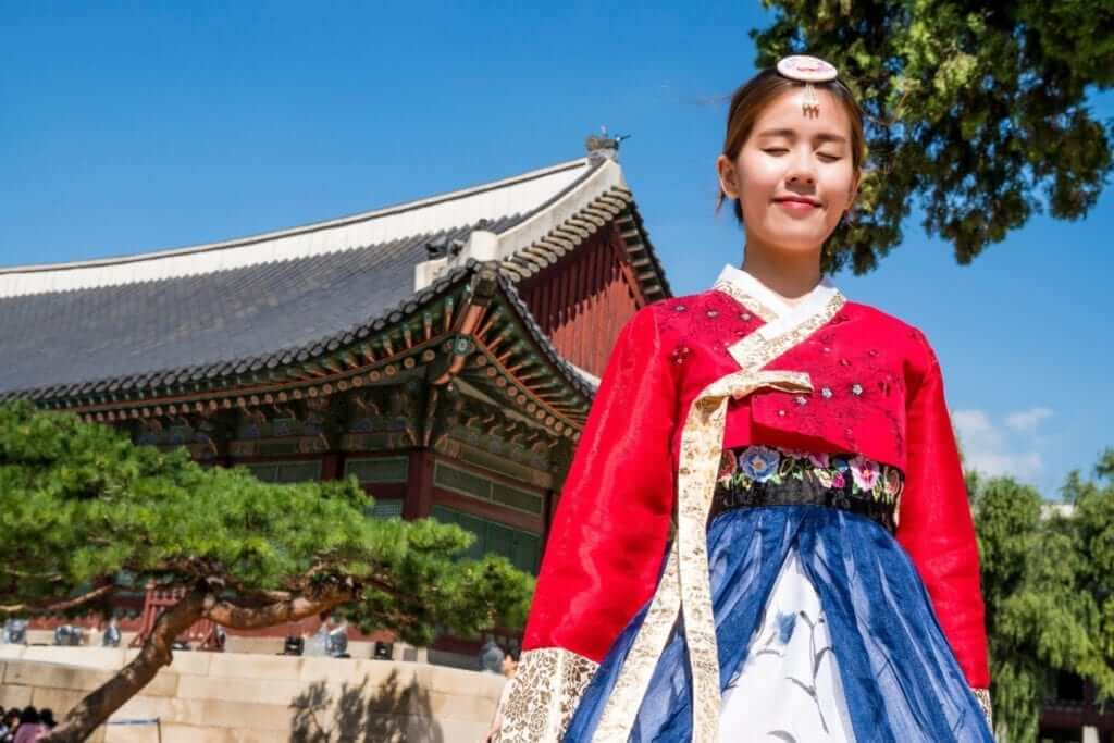 korean red and blue traditional clothes