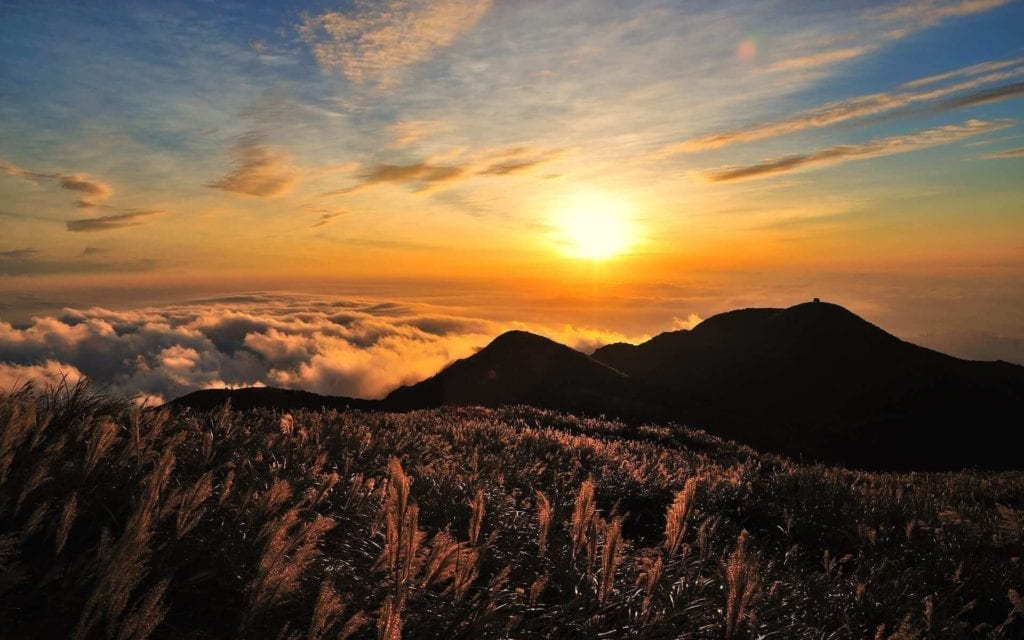 Sunset picture taken from the top of a Taiwanese mountain