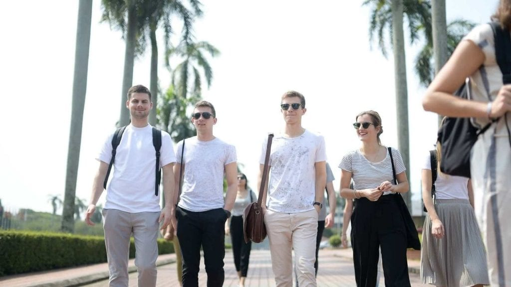 4 students in UPM walking down the road