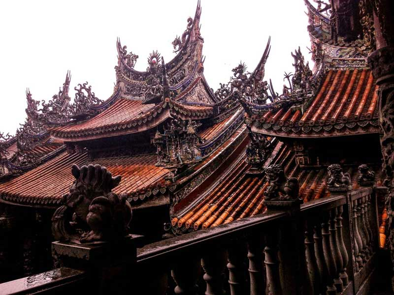 Traditional Taiwanese temple and architecture