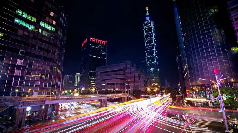 Night time traffic in Taipei