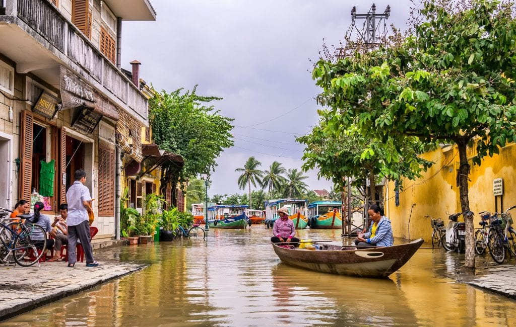 boat river women vietnam