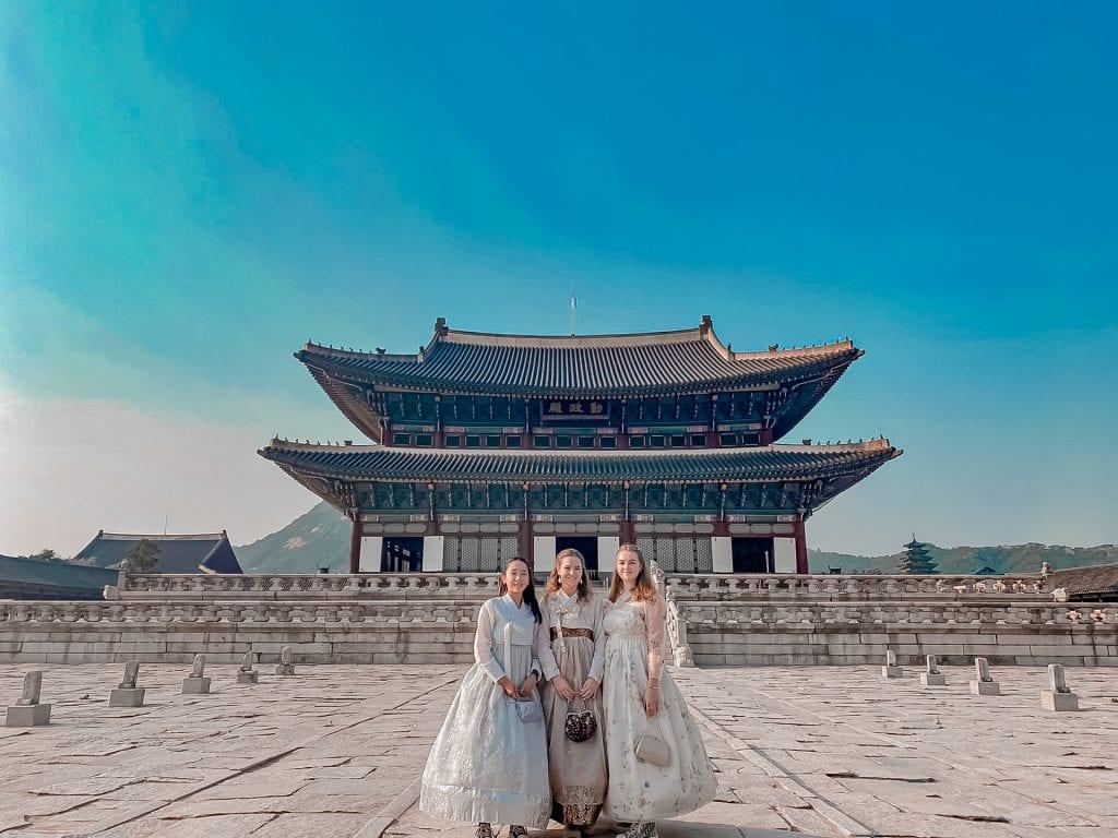 hanbok temple palace seoul seouth korea